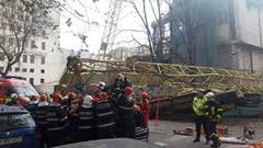 The moment when the scaffolding of a New Orleans hotel collapsed on the street: two people died VIDEO
